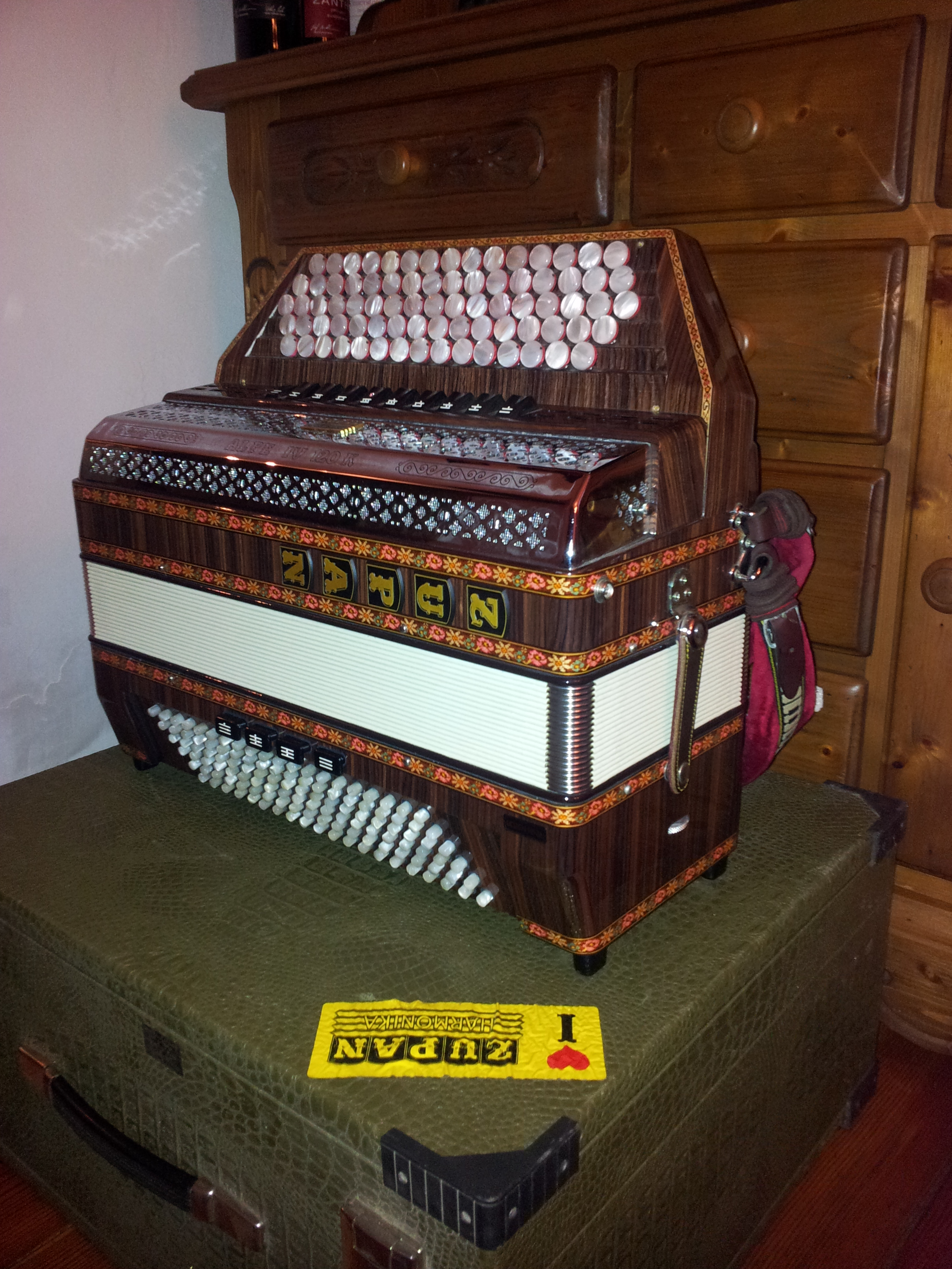 Akkordeon Neuwertiges Zupan Akkordeon Zu Verkaufen